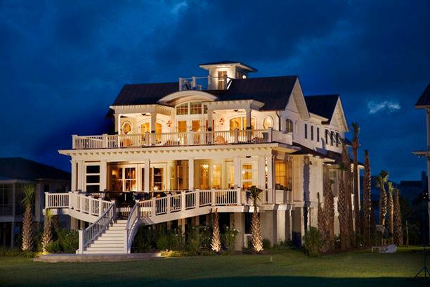 Elegant exterior home photo in Charleston