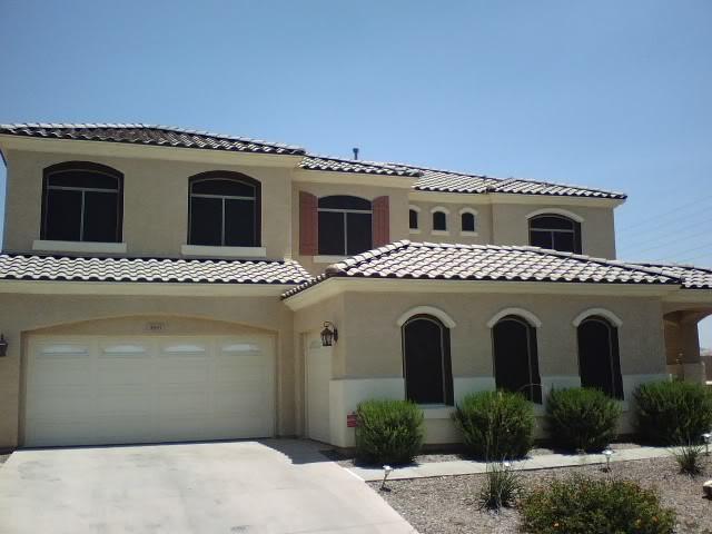 Imagen de fachada beige, mediterránea, de tamaño medio, de dos plantas, con revestimiento de estuco y tejado a dos aguas
