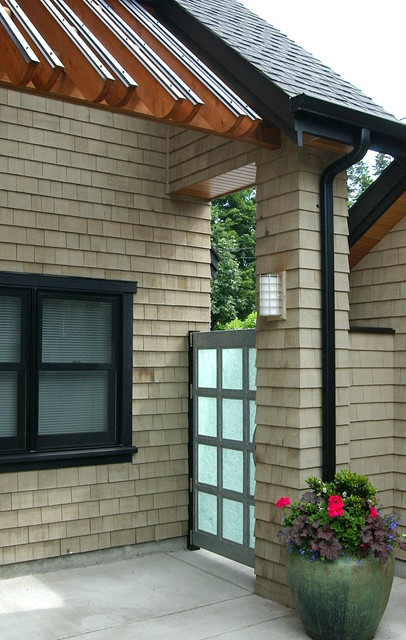 Sunset drive waterfront traditional seattle by dan for Dan nelson architect