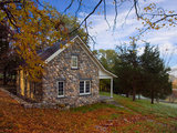 traditional exterior 5 Ways to Put Fall Leaves to Work in Your Garden (9 photos)
