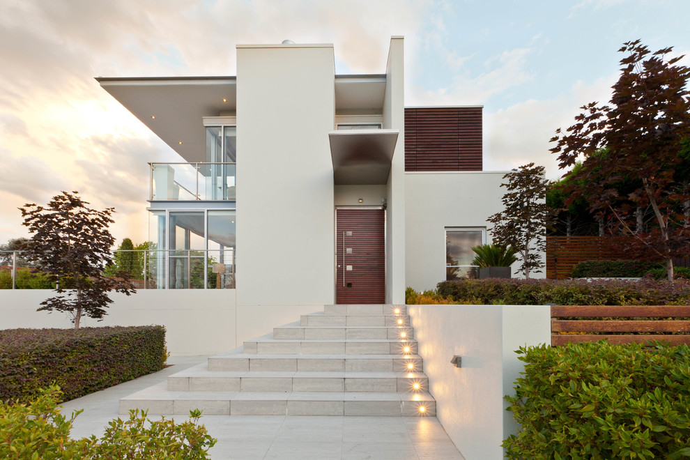 Inspiration for a contemporary two-storey white exterior in Canberra - Queanbeyan.
