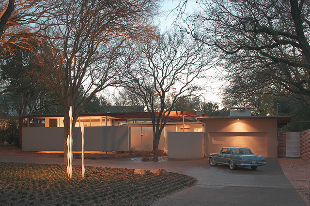 mid sized 1950s one story exterior home idea in austin - Mid Century Modern Home Exterior