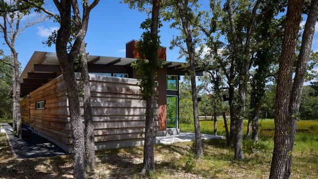 Texas Lake Retreat House exterior
