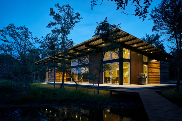 Texas Lake Retreat House transitional-exterior