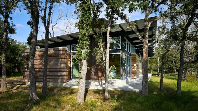 Texas Lake Retreat House contemporary-exterior