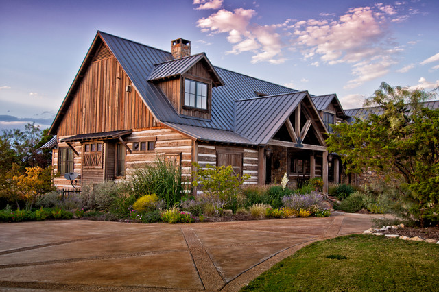 Texas vacation cabin rustic-exterior
