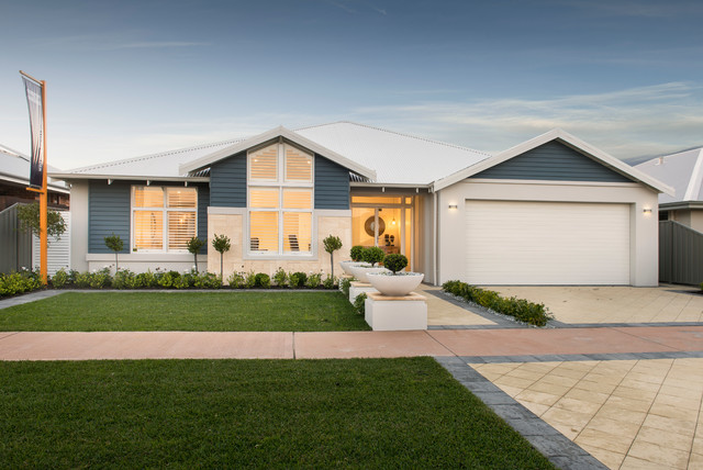 The hampton beach beach style exterior perth by wa for Country style homes wa