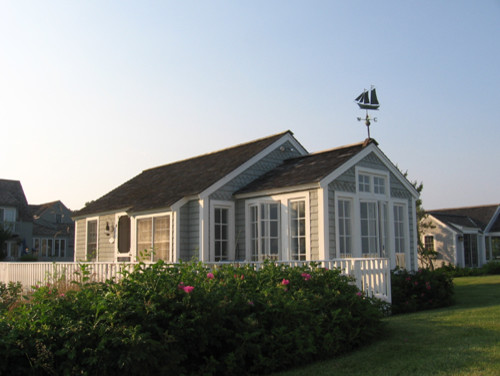 The little house on cape cod for Cape cod beach homes