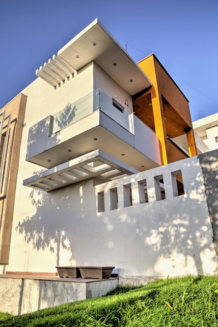 The plus house modern exterior delhi by studio an for Homes plus designers builders inc