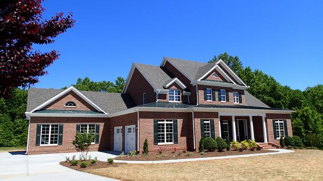 The springfield klassisk fasad raleigh av collins for Collins design build