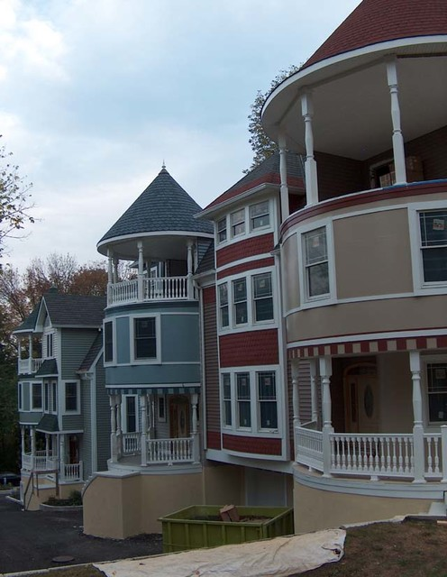 The three ladies victorian townhouses king of prussia for Townhouse exterior design