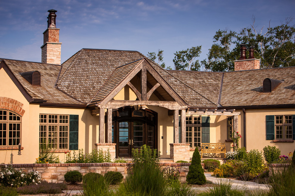 Inspiration for a timeless exterior home remodel in Milwaukee