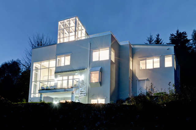 Approach view at sunset modern exterior seattle for Dan nelson architect