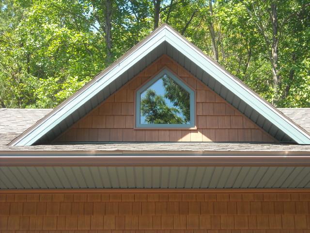Three-door Garage traditional-exterior