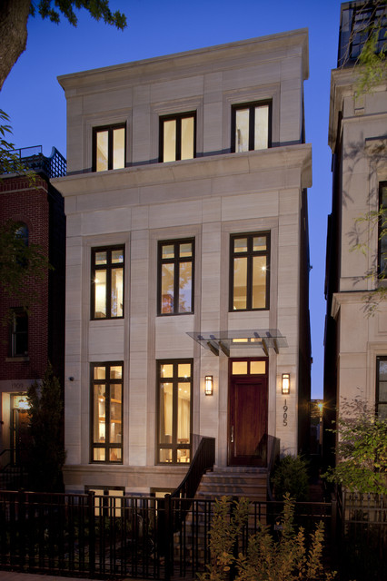 Example of a classic townhouse exterior design in Chicago