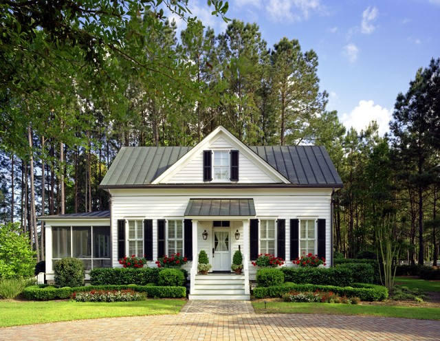 Lowcountry guest house richmond hill georgia for Traditional country homes