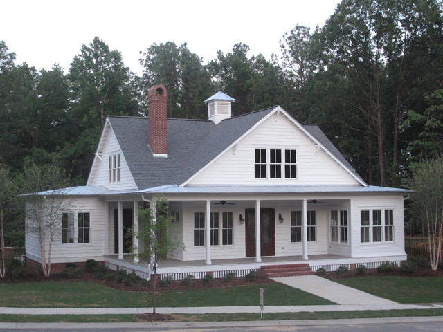 Traditional southern style farmhouse exterior for Custom farmhouse plans