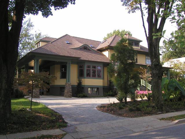 tropical craftsman craftsman-exterior