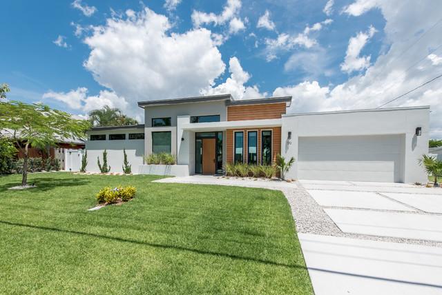 Tropical mid century modern contemporary exterior for Modern tropical house exterior