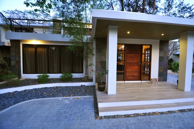 tropical modern porch kolonialstil h user sonstige. Black Bedroom Furniture Sets. Home Design Ideas