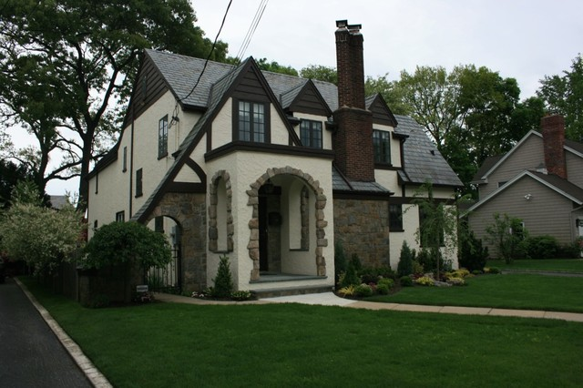 Tudor style home exterior painting for Exterior paint colors for tudor homes