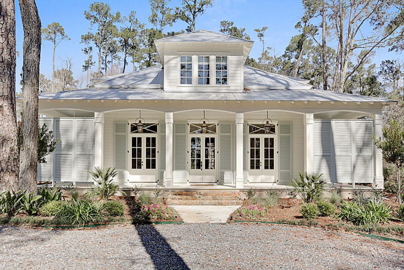 Example of a classic exterior home design in New Orleans