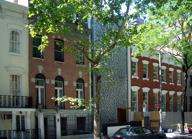 Urban townhouse in midtown manhattan by peter gluck and for Townhouses for sale in manhattan ny
