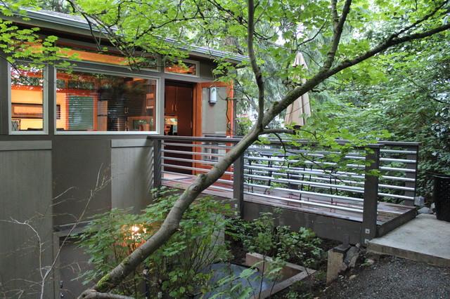 Urban Treehouse DADU modern-exterior