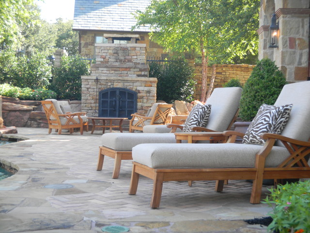 Vaquero Backyard traditional-exterior