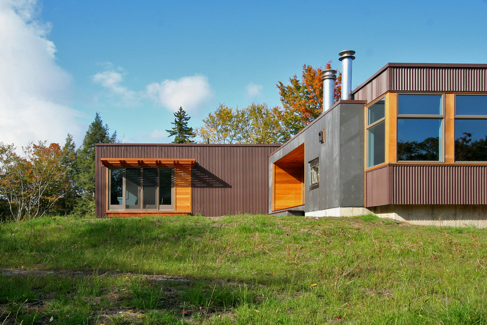Inspiration for a modern one-story metal exterior home remodel in Boston