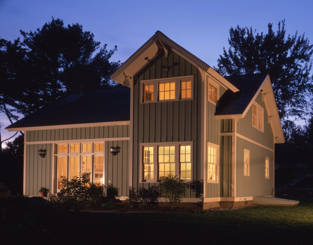 Norwich Vermont Cottage traditional-exterior