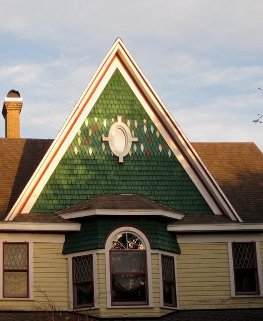 Victorian Queen Ann Gable Traditional Exterior