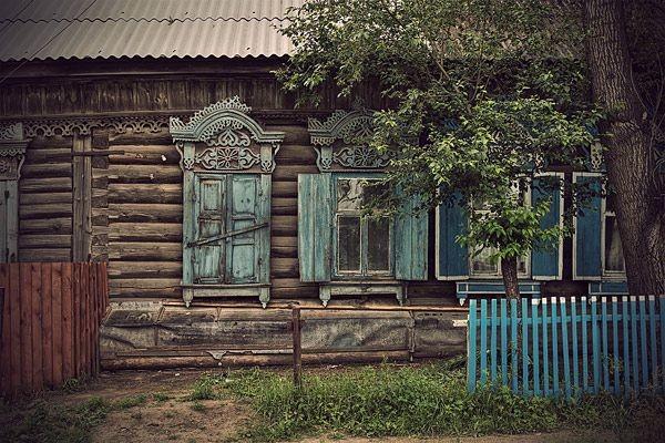 viki traditional-exterior