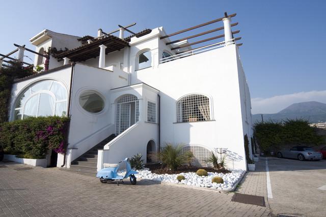 Villa ercolano ercolano italy mediterranean for Italian villa architecture