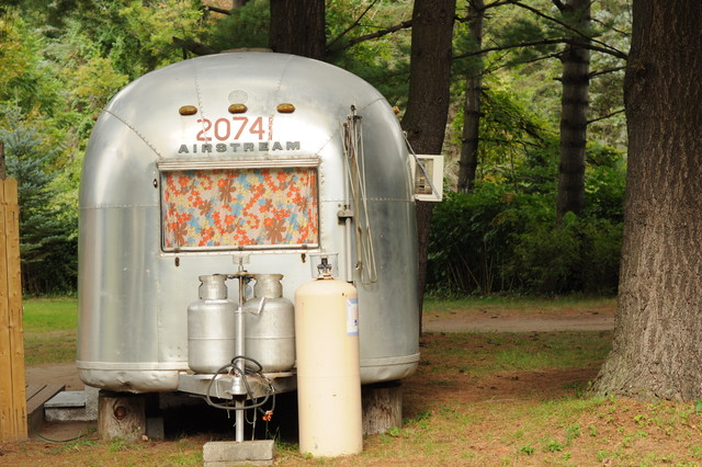 Vintage airstream exterior new york for Airstream decor