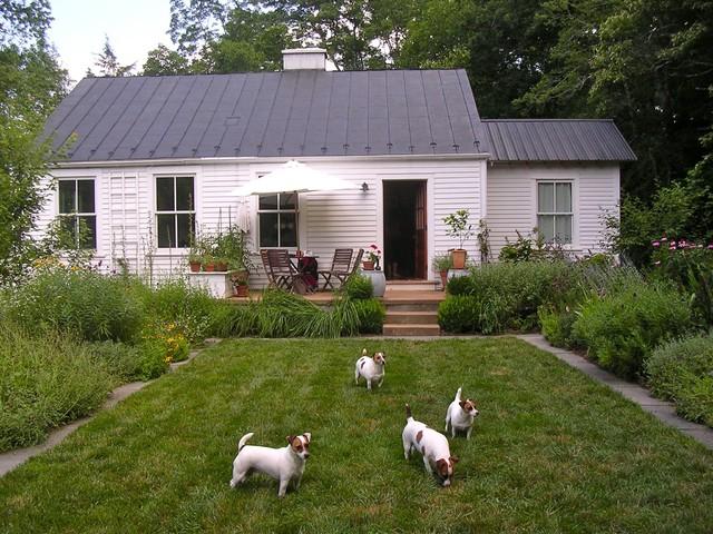 modern exterior Virginia Countryside Cottage