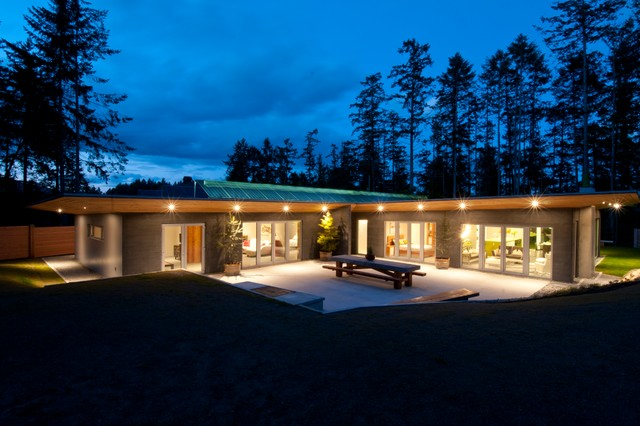 Houzz tour see a concrete house with a 0 energy bill for Modern passive solar house plans