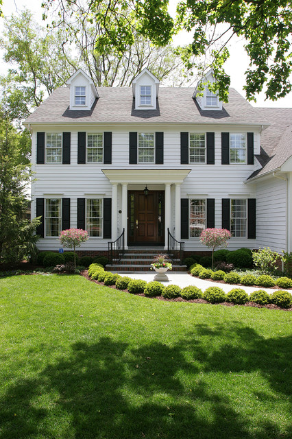 White colonial house traditional exterior chicago for Black and white house exterior design