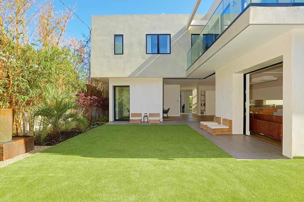 Inspiration for a large modern gray three-story stucco exterior home remodel in Los Angeles