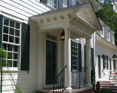 Williamsburg Colonial: Front Porch traditional exterior