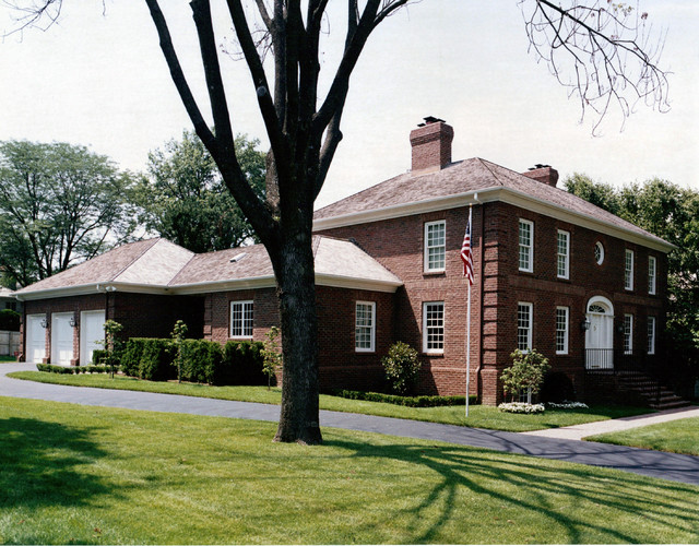 Williamsburg colonial traditional exterior kansas for Custom builders williamsburg va