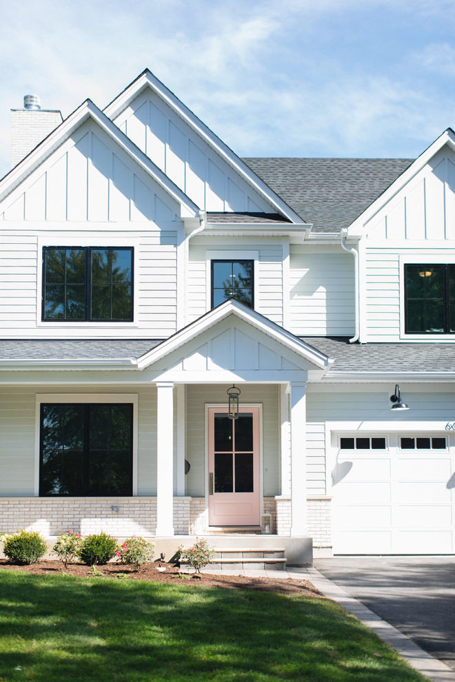 Example of an exterior home design in Chicago