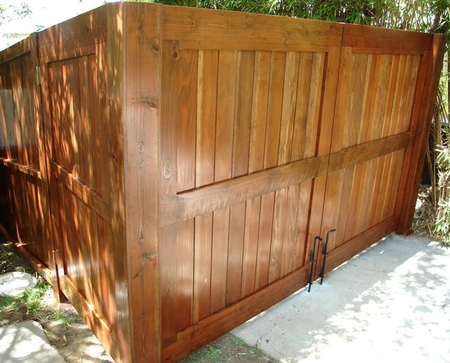 Wooden driveway gate double gate traditional for Double wooden driveway gates