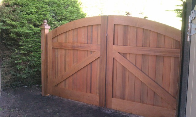 Wooden driveway gate traditional exterior san for Wooden driveway gate plans