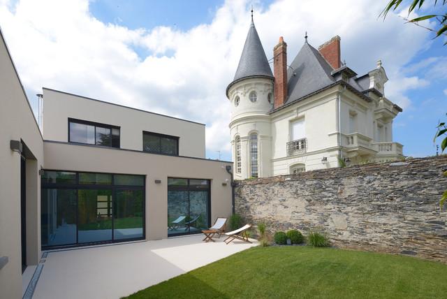 Agencement et d coration d 39 une maison contemporaine for Maison rectangle contemporaine