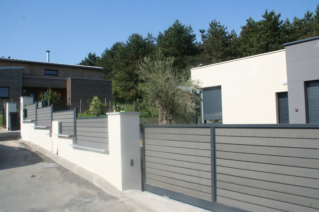 Am nagement complet autour d une maison d architecte cour for Amenagement devanture maison