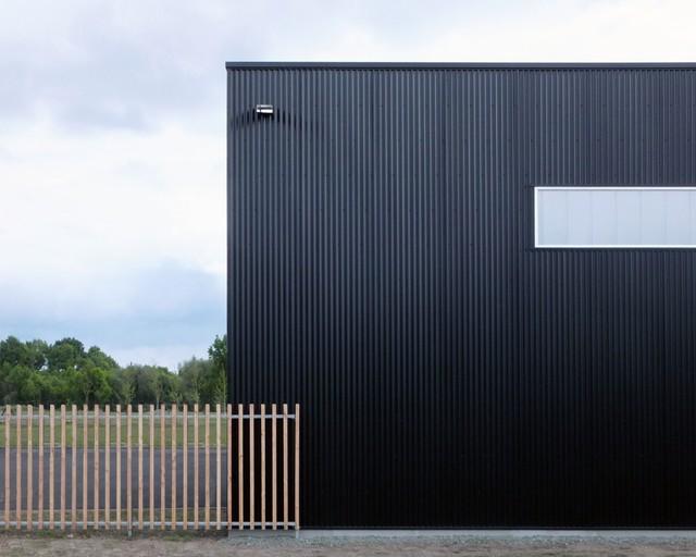 Exemple d'une façade de maison tendance.