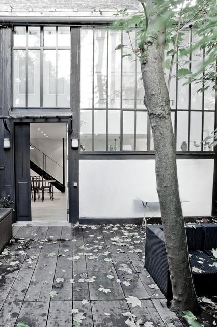 atelier d 39 artiste revisit industrial exterior paris by miriam gassmann. Black Bedroom Furniture Sets. Home Design Ideas