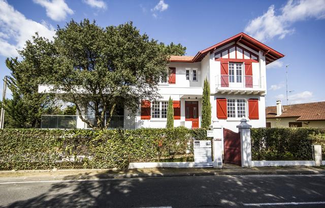 Extension d 39 une villa basco landaise contemporain for Decoration maison landaise