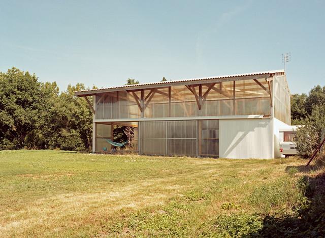 l 39 architecture est dans le pr farmhouse exterior other metro by bna boris nauleau. Black Bedroom Furniture Sets. Home Design Ideas